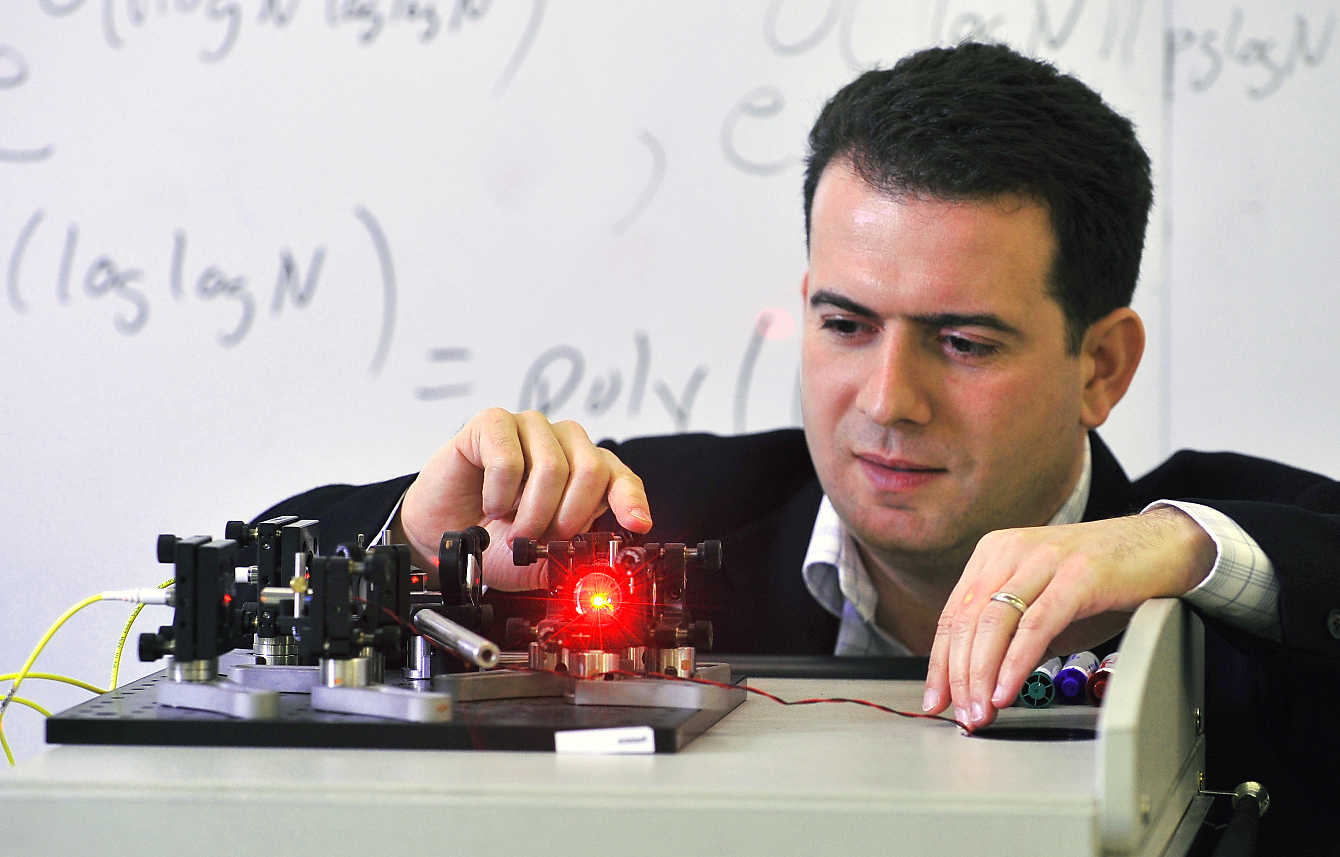 Mosca demonstrating the Optic experiment